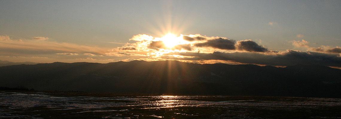Ja som svetlo sveta. Kto mňa nasleduje, nebude chodiť v tme, ale bude mať svetlo života. (Evanjelium Jána 8, 12)